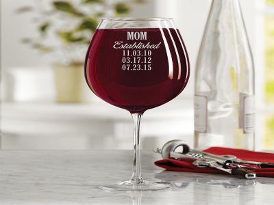 Ly uống rượu vang đỏ